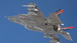 F-35 med våpen på vingene