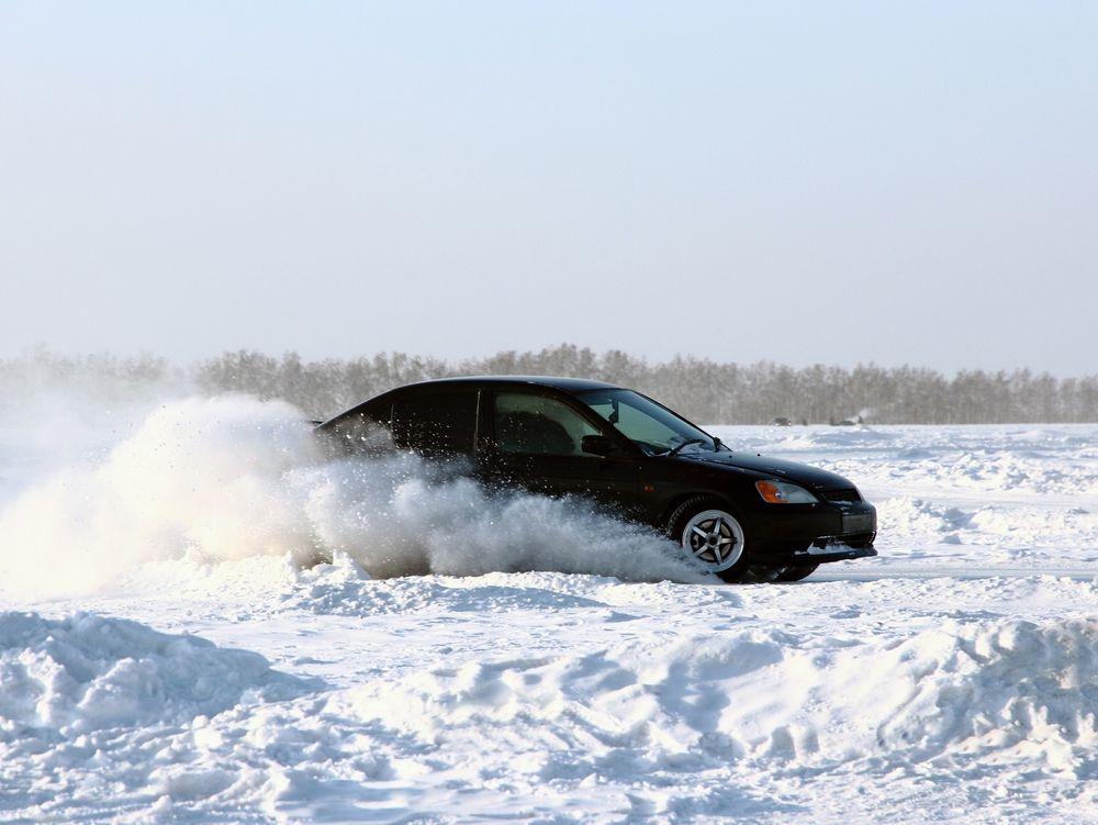 Bil på snø