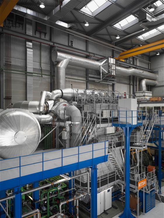 FoU: Wärtsiläs nye RTX-4 forskningsmotor. De er en 4-sylindret saktegående to-takts motor med 600 mm boring.