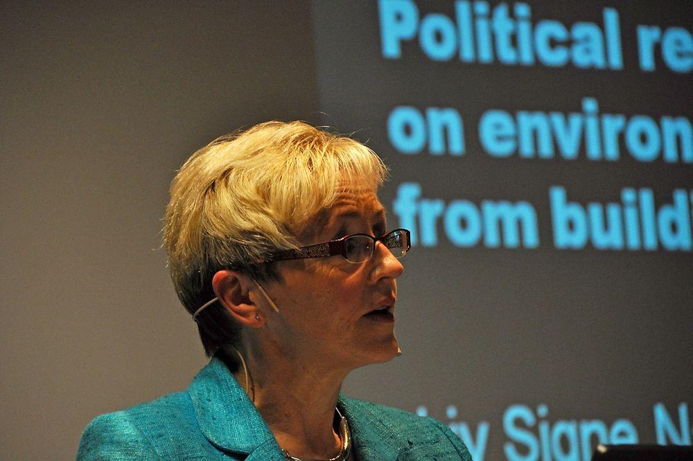 BÆREKRAFTIG: Kommunal- og regionalminister Liv Signe Navarsete sier at hun ønsker bærekraftige kvaliteter i det bygde miljøet, og mer effektive byggesaksprosesser. Liv Signe Navarsete Nordic Green Building Conference