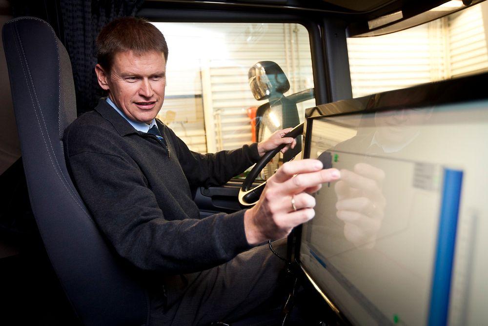 Konsernsjef Hans Peter Havdal og Kongsberg Automotive ser store muligheter for deres lette bildelkomponenter.