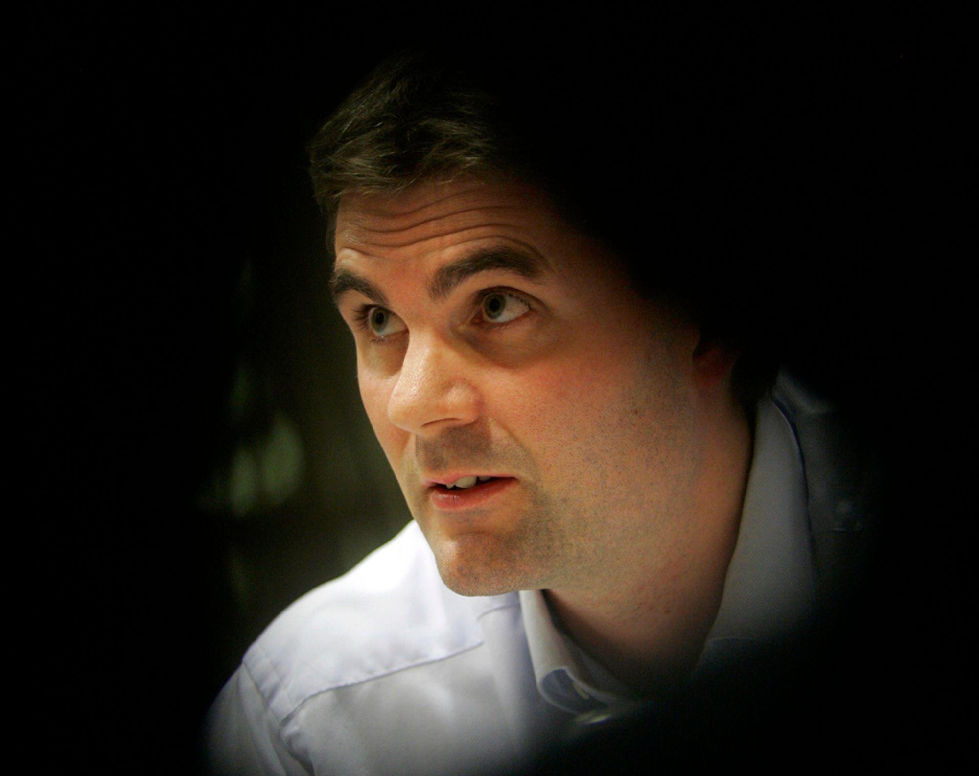 Tidligere Fast-direktør John Markus Lervik og salgsdirektøren i selskapet er tiltalt for regnskapsfusk og manipulasjon.