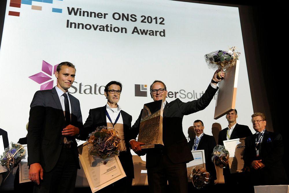 VINNERE: Olje- og energiminister Ola Borten Moe overrakte Innovasjonsprisen til prosjektleder i Statoil, Torstein Vinterstø og konserndirektør Knut Nyborg.