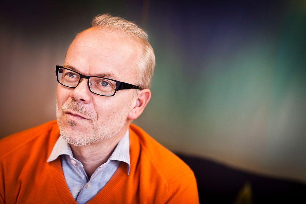 Byttet fra en ordinær mobiltelefon til en smarttelefon – en håndholdt datamaskin med touch screen – representerer en dramatisk endring i brukeratferd, skriver Jan Grønbech.