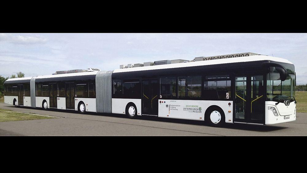 """Den 30 meter lange """"Auto tram extra grand"""" rommer 256 passasjerer."""