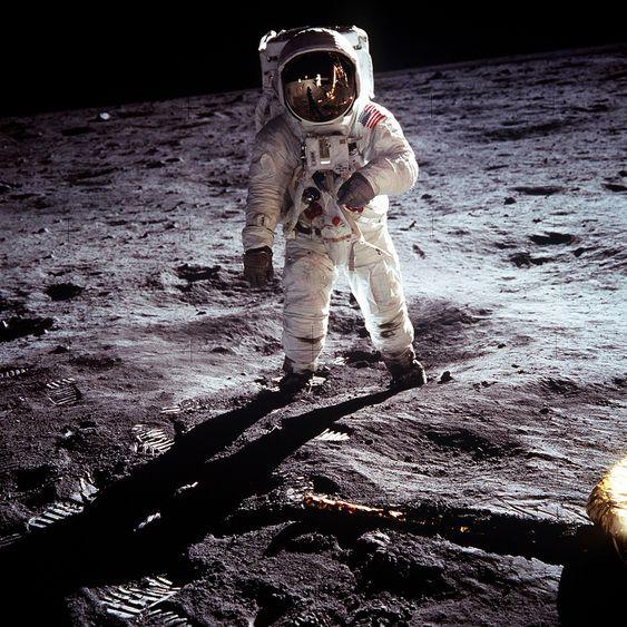 Neil Armstrong var første mann på månen.