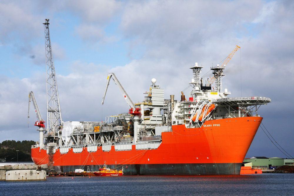Tekniske problemer på den flytende produksjonsenheten på Skarv-feltet har ført til tre måneders nedetid. Produksjonen av både olje og gass skal være i full gang om et par måneder.