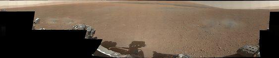 Dette er det første 360-graders panorama-bildet i farge sendt fra NASAs Curiosity-rover i Gale-krateret på Mars.