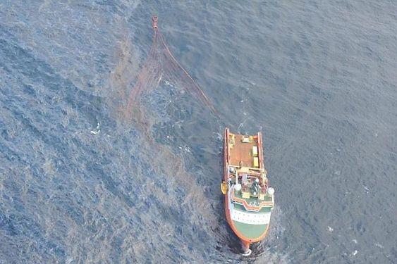 Oljeoppsamleren i aksjon under Olje på vann-øvelsen i juni.
