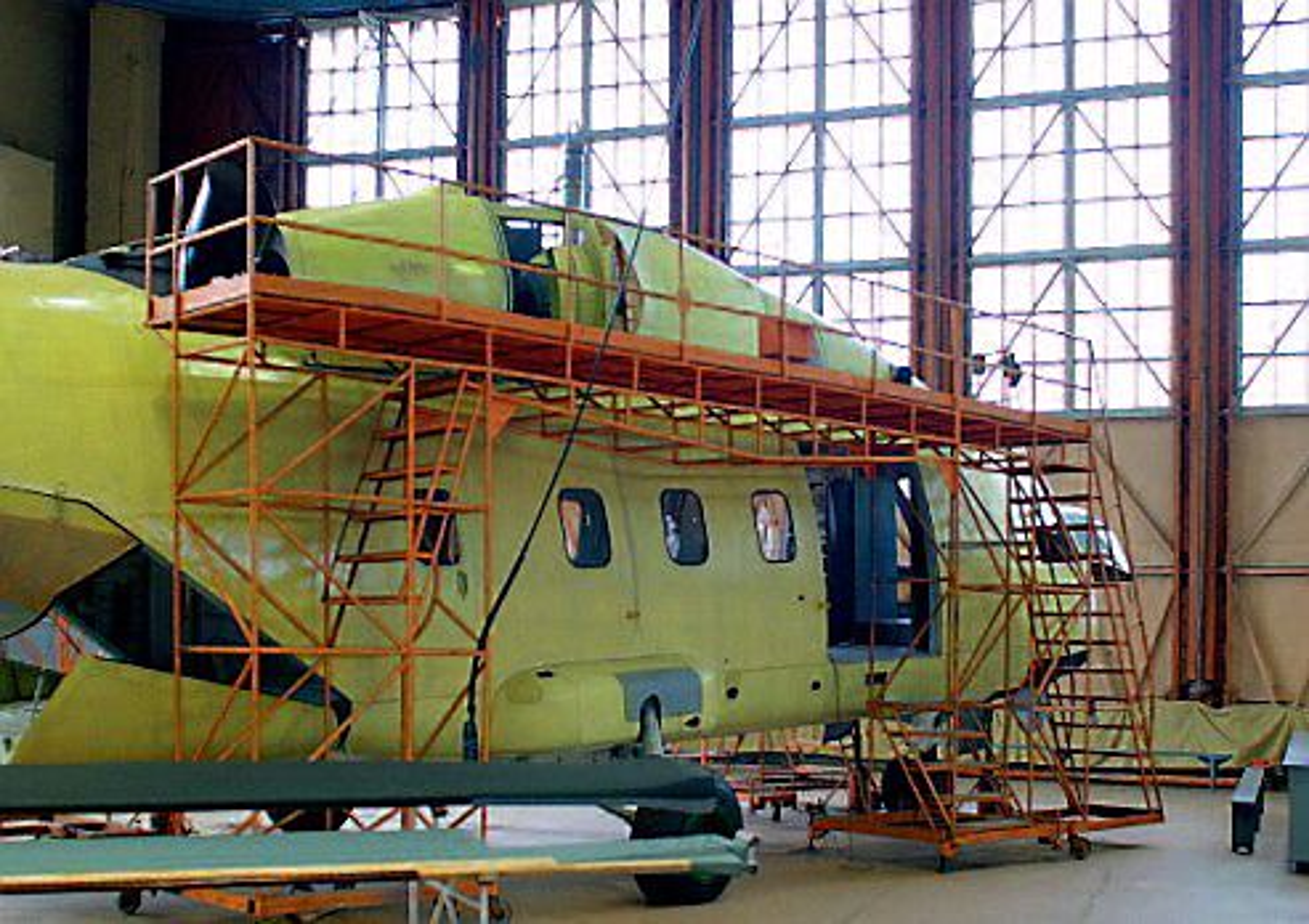 Her står den første Mi-38-prototyen med kanadiske motorer.
