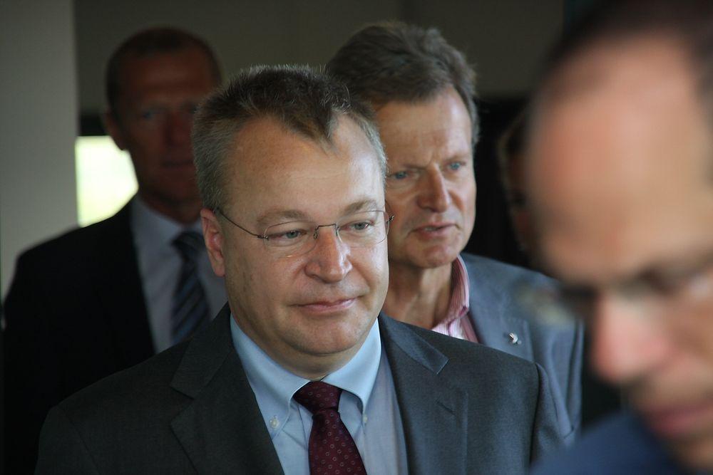 PREMIÈRE: Nokias toppsjef Stephen Elop besøkte Telenor og konsernsjef Jon F. Baksaas (bak) for første gang onsdag.