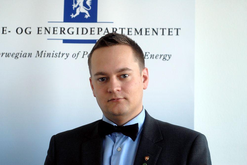 Forsvarer sertifikatprosessen: Embetsverket fikk si sitt om elsertifikatmarkedet på vanlig måte, ifølge politisk rådgiver Ivar Vigdenes (Sp) i Olje- og energidepartementet. (FOTO: ØYVIND LIE)