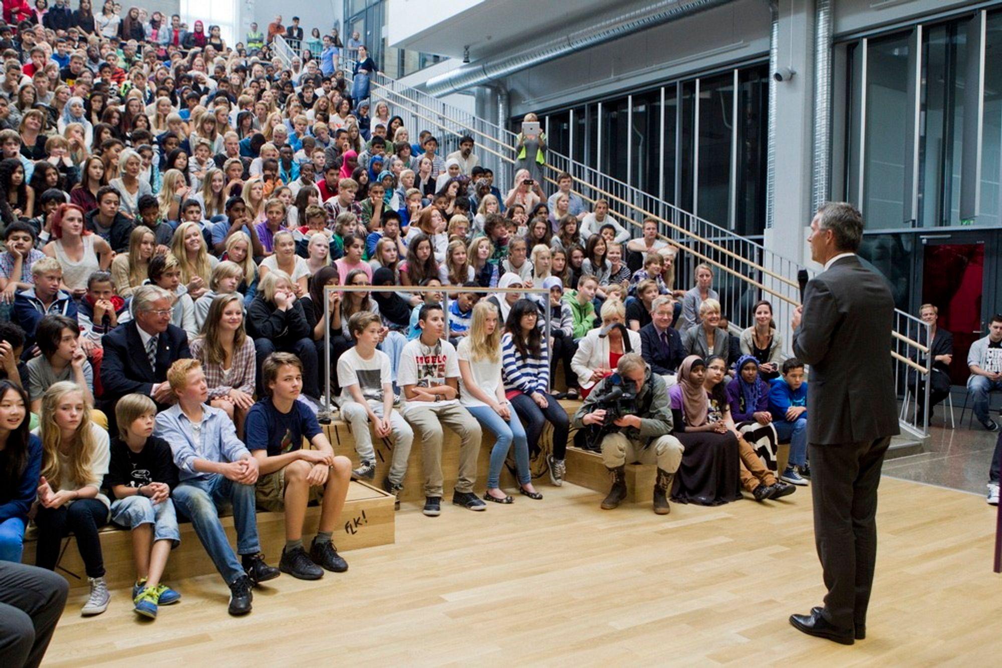 Statsminister Jens Stoltenberg (Ap) fortalte om sine matteproblemer som skoleelev på alle trinn da han ønsket velkommen til første skoledag på Frydenberg skole i Oslo mandag.