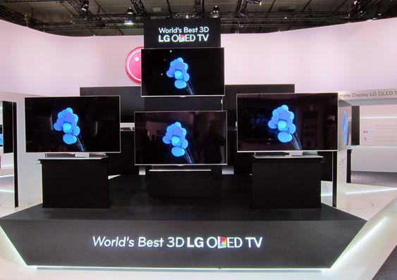 SELVTILLIT: Verdens beste OLED-TV står det på LGs utstilte modeller. Vi tipper Samsung er uenig.