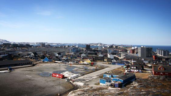 Storby:  Nuuk er en storby i grønlandsk sammenheng, med 15000 innbyggere.