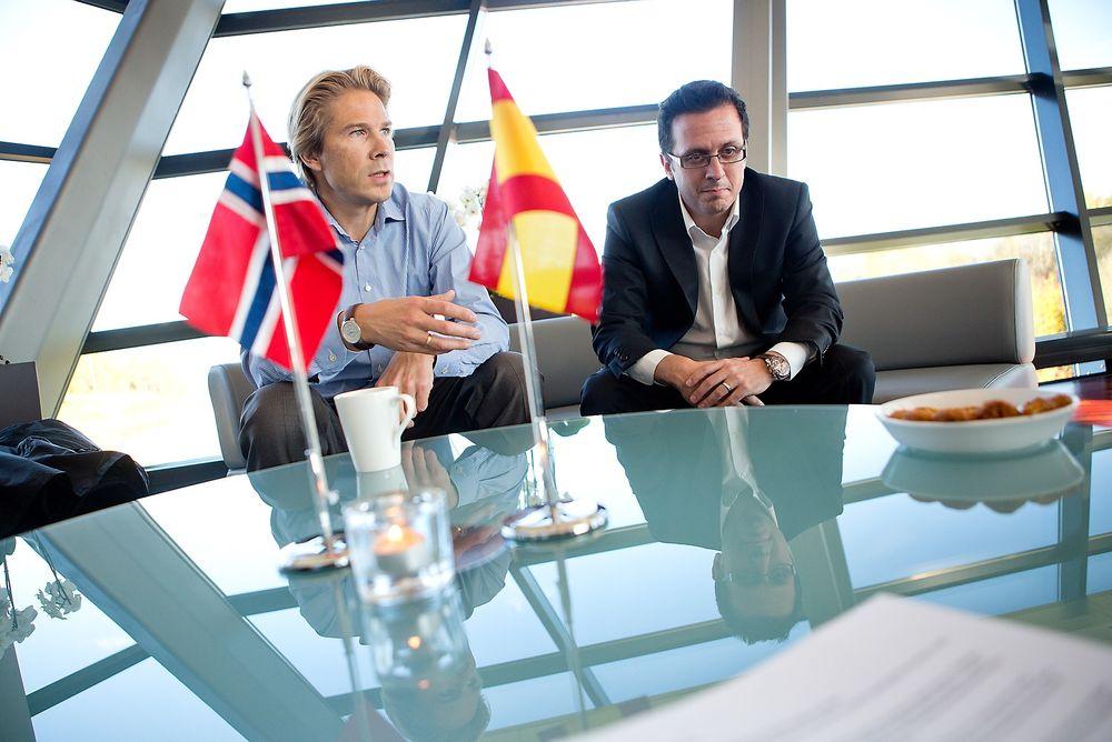 Viva Espania: Telenors Rolv-Erik Spilling har funnet den digitale pengetonen sammen med Jose Valles som leder Telefónicas BlueVia plattform.