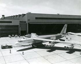 For 50 år siden ble den siste B-52 bygget. Her er 61-040 ved Boeing-fabrikken i Wichita som bygde alle H-modellene.