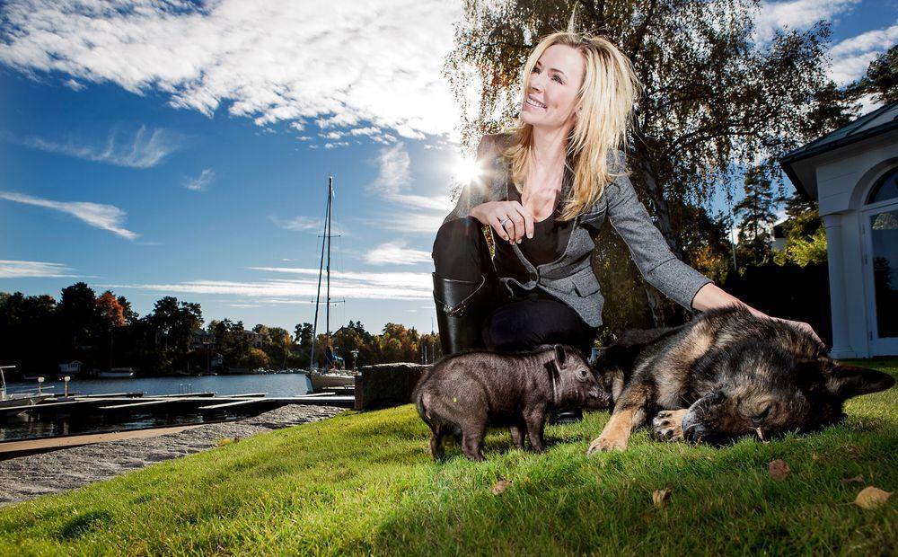 Dyrevenn: Gunhild Stordalen ville bli dyrlege, men ble lege. Nå er hun klimadoktor, og bor på Bygdøy med grisen Pia Parma, hunden Qross og mannen Petter.
