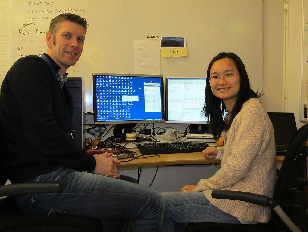 NYTT BEITE: Senior software designer  Emil B. Viken og Android project lead Yiming Li jakter må se seg om etter nytt levebrød når ST Ericsson lukker dørene i Grimstad.