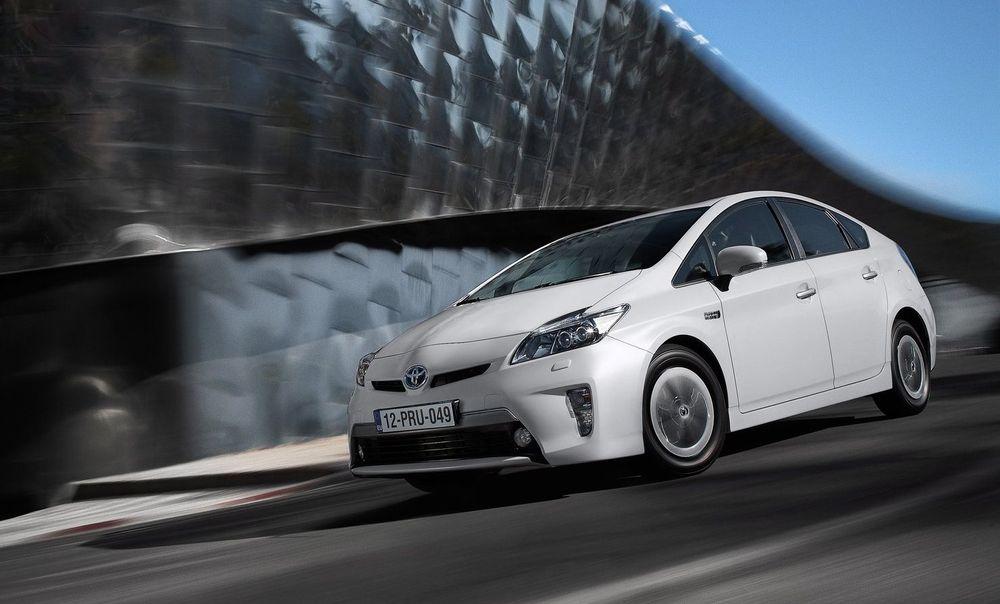 Det er små endringer å spore når det gjelder bilavgifter i 2013-budsjettet. Engangsavgiften på Toyota Prius reduseres med 900 kroner.