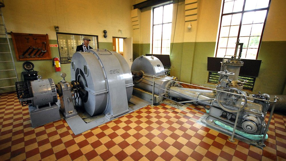 Gammelt kraftverk: Uten bunnfradrag på grunnrenteskatten er det ikke lønnsomt å oppgradere dette kraftverket fra 1931, forteller kraftverkssjef Terje Myklebust i Tussa.