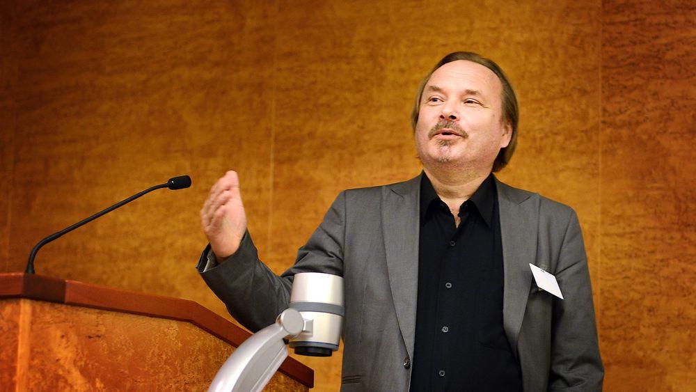 Bjørn Vassnes mener Norge er i en kunnskapskrise, og ønsker at staten oppnevner en kommisjon for å finne løsninger på kunnskapsutfordringene han mener Norge har.