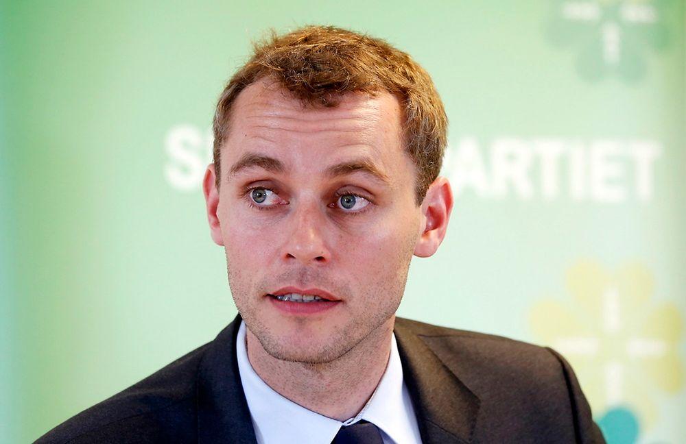 AVVISER: Olje- og energiminister Ola Borten Moen avviser at han favoriserer olje- og gassektoren framfor fornybar energi-bransjen.