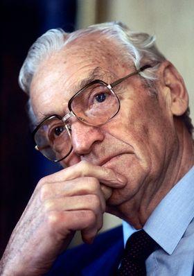 Olav Selvaag, sivilingeniør og bygningsentreprenør (1912-2002). Bilde tatt 8. april 1988.