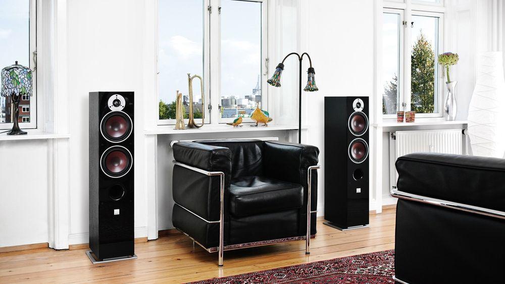 Kompakte gulvstående høyttalere tar gjerne ikke mye mer plass enn stativhøyttalere, men leverer mer og bedre lyd.