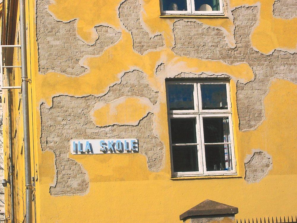 FORFALL: RIF frykter økt forfall i kommunale bygg. Bildet er et arkivbilde fra 2004 og viser hvordan Ila skole i Oslo så ut den gangen.