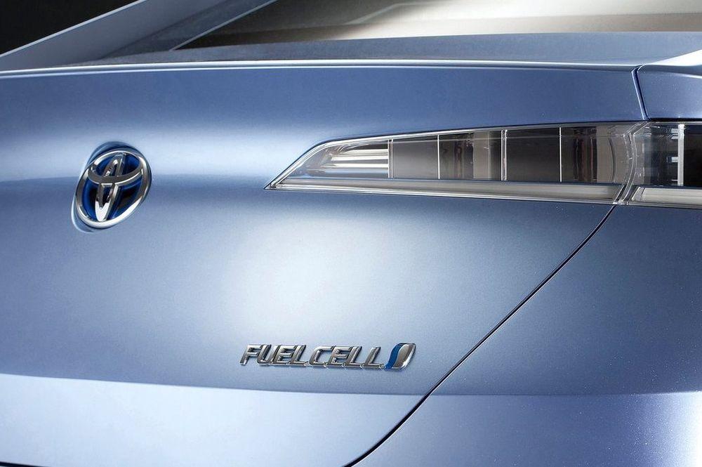 Toyota har varslet en serieprodusert brenselcellebil på markedet i 2015. Siste hydrogenkonsept ble vist første gang for et år siden, nemlig denne FCV-R.
