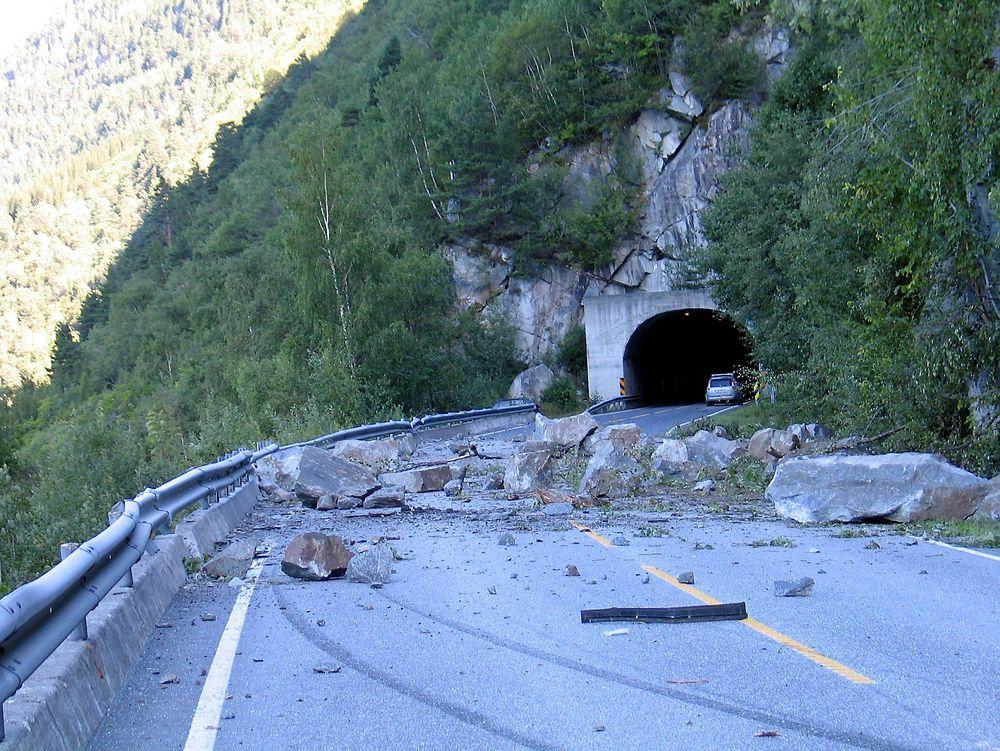 NØDVENDIG: Norge er pakket med skredfarlige veier. Og behovet for sikring er stort.