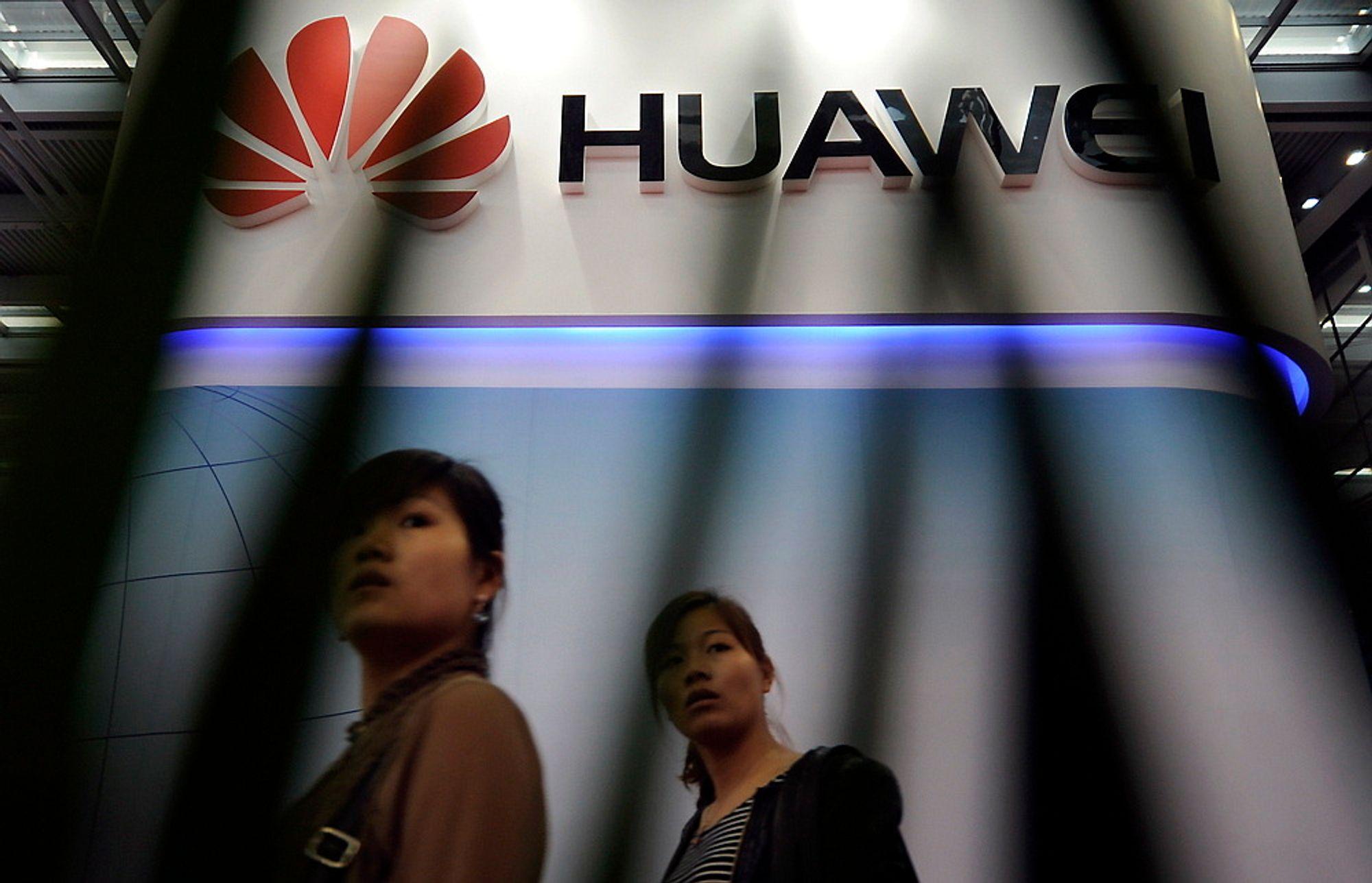 Den tidligere sjefen for CIA og NSA er sikker på at Huawei deler informasjon med kinesiske myndigheter.