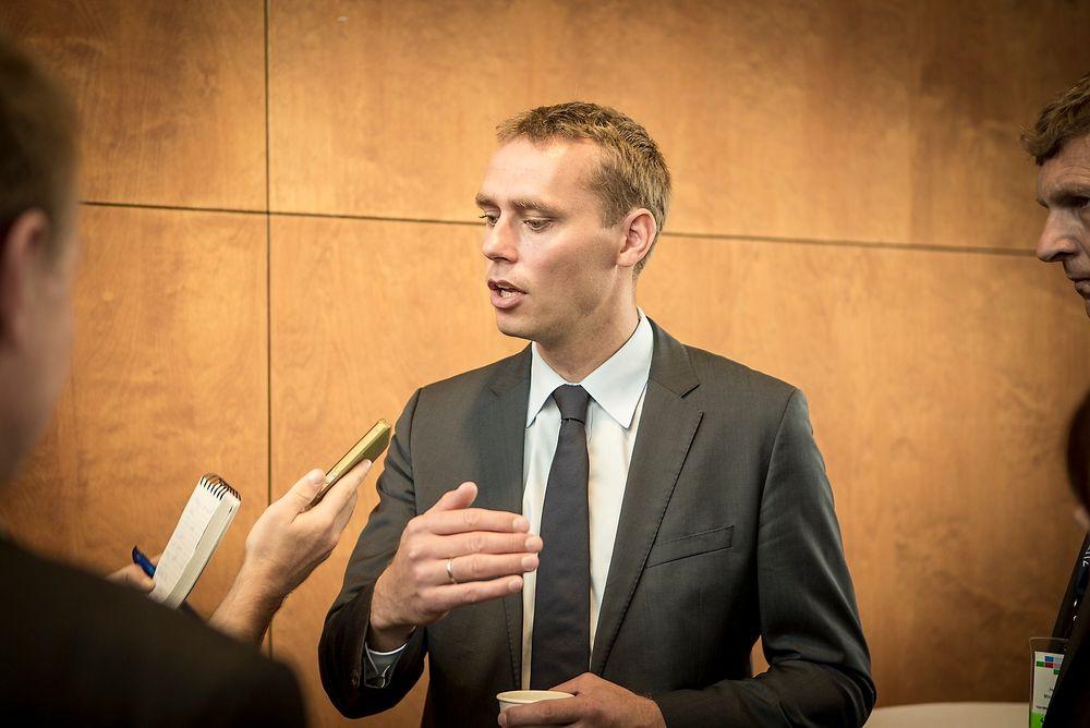 KRITIKK: Ola Borten Moe har blitt beskyldt for å flytte linjen bort fra eiendommen til faren til SP-ordfører Karl Vidar Førde. Nå ber sivilombudsmannen om en forklaring på vedtaket.