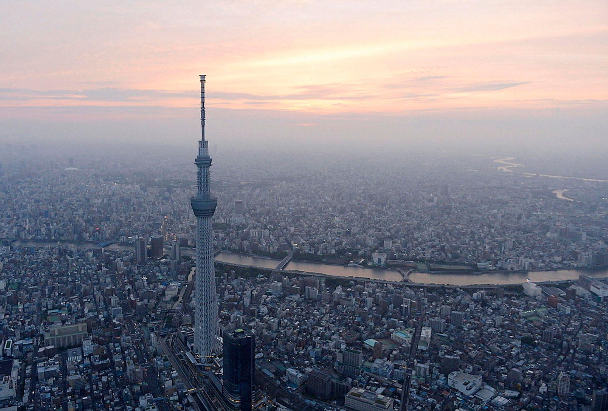 VERDENS HØYESTE: Tokyo Skytree rager godt over millionbyen.