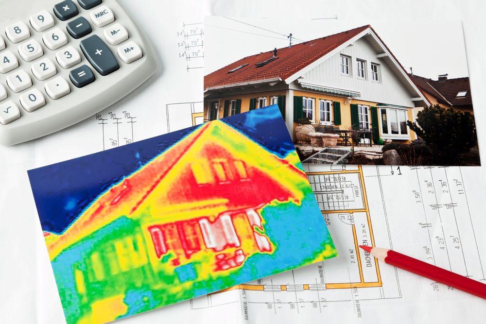 Eldre hus som blir termografert viser ofte store varmelekkasjer. Ønsker regjeringen at færre hus skal lekke varme og energi, må de tilby bedre støtteordninger.