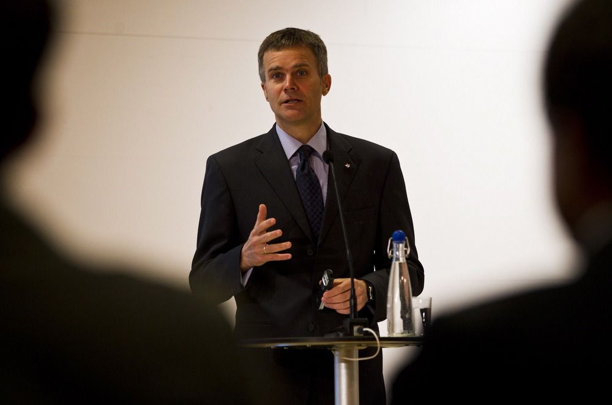 Helge Lund, konsernsjef i Statoil, presenterer resultatet for første kvartal, 2012, tirsdag.