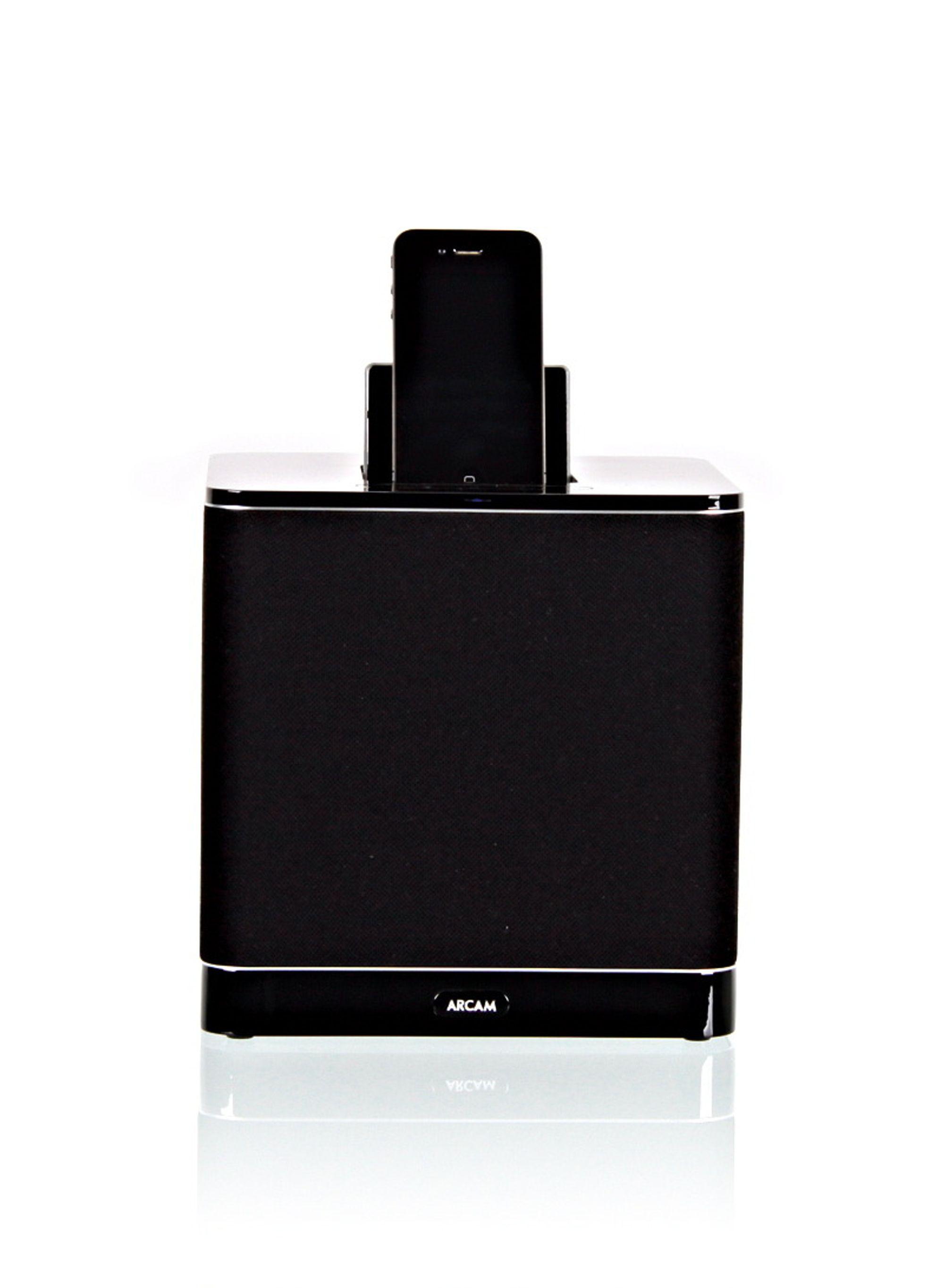 ARCAM RCUBE: En flott, liten boks med bra nok lyd, men som kommer litt til kort mot de beste i testen.