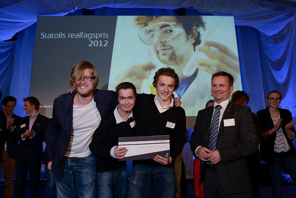 Gruppa fra Nadderud skole i Bærum vant fordi de hadde tatt direkte kontakt med relevante fagmiljø for å belyse ulike energi-problemstillinger.