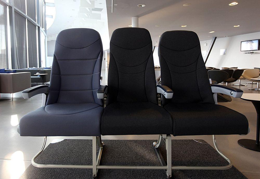 Setet til venstre på bildet er tre tommer bredere enn de to andre setene. Det er ikke så lett å se, men skal visstnok være veldig lett å kjenne.