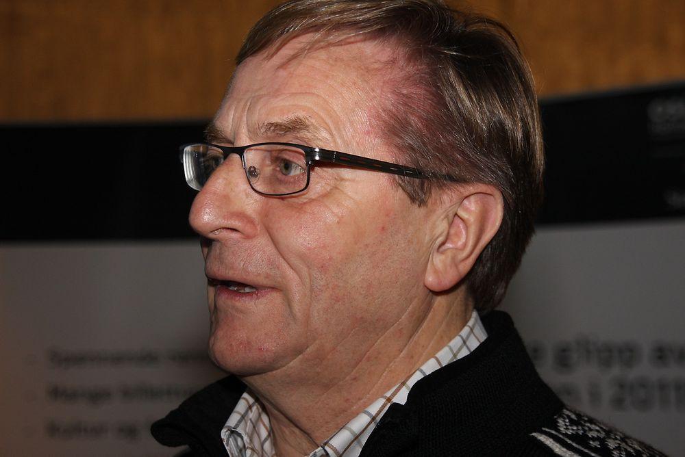 It-ansvarlig Eirik Moen guider TU på Holmenkollens mange it-fasciliteter.