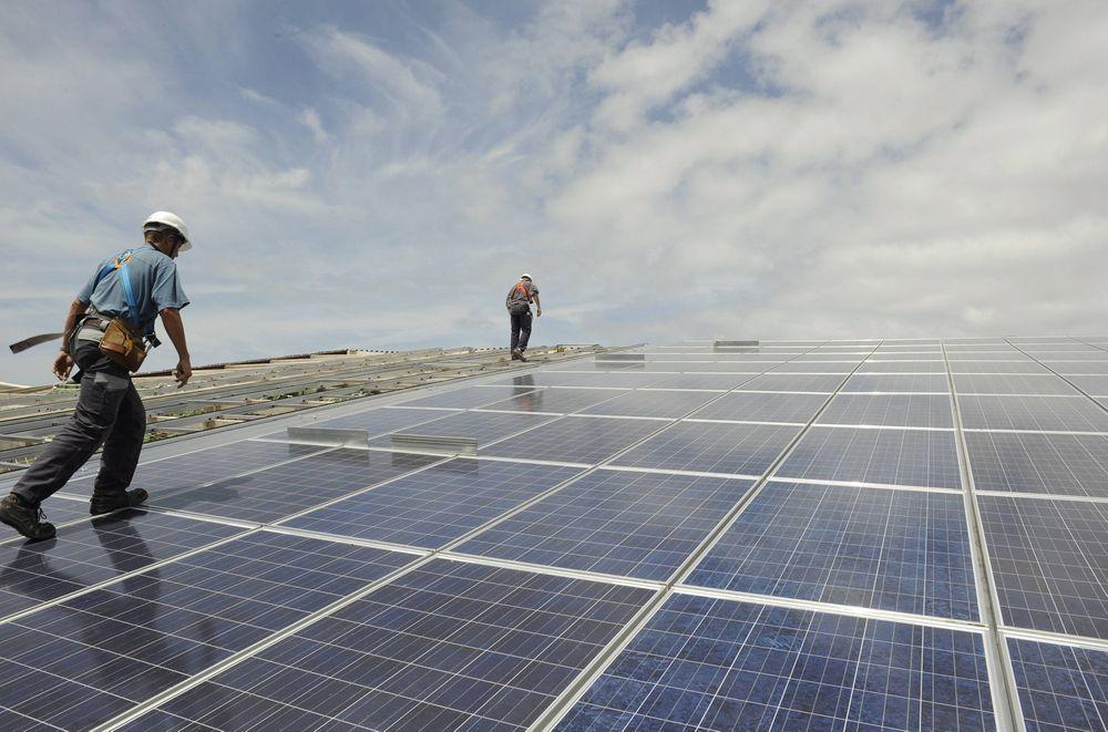 Flere unge vil jobbe med fornybar energi, men de fleste jobbene finnes i oljebransjen.