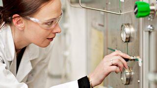 Utvikler nye katalysatorer med karbon