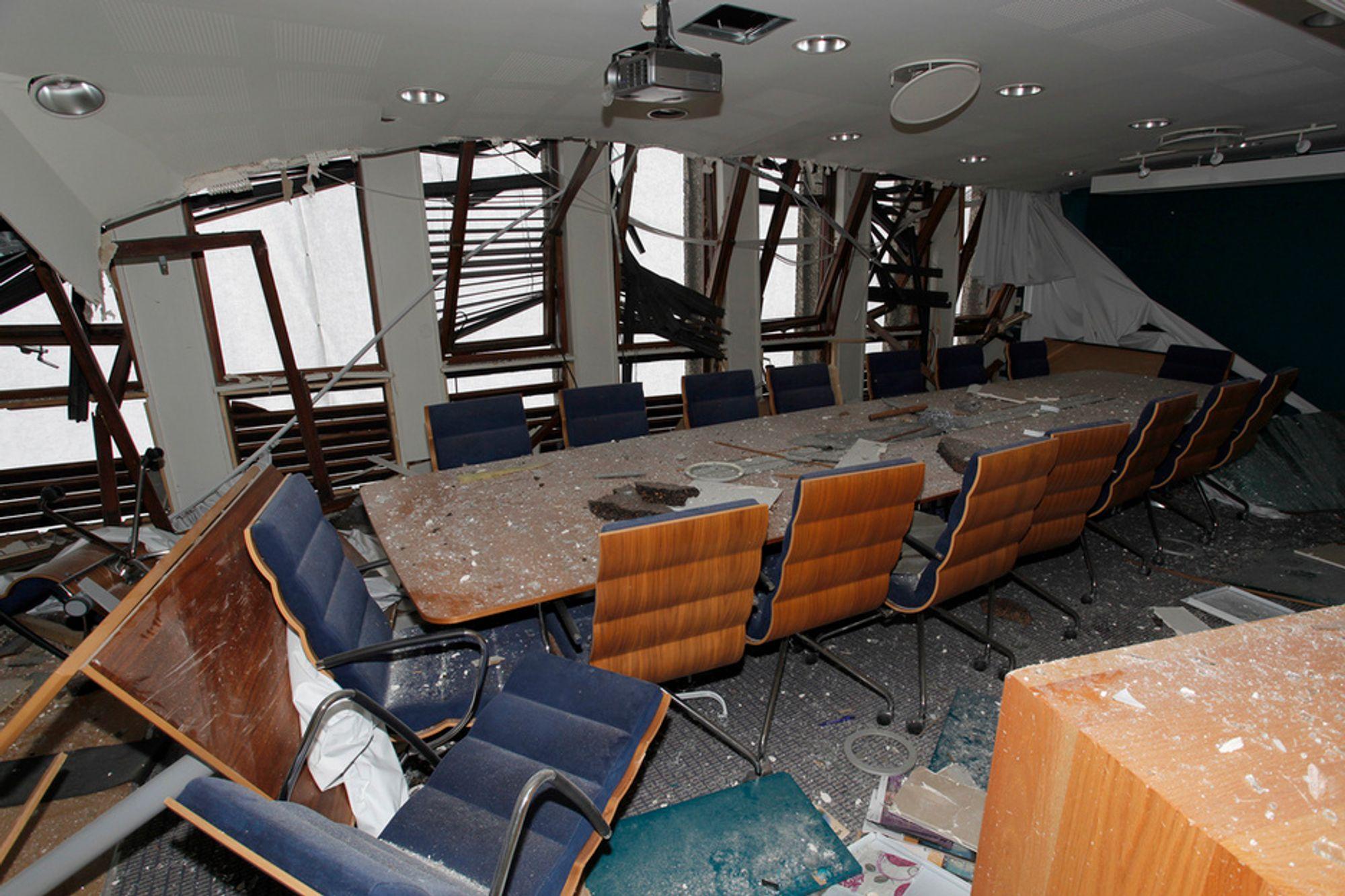 HER VAR DET NULL NEDETID: Bomben ved Regjeringskvartalet etterlot bygningene nærmest knust, men uten å skade sentral it-infrastruktur.