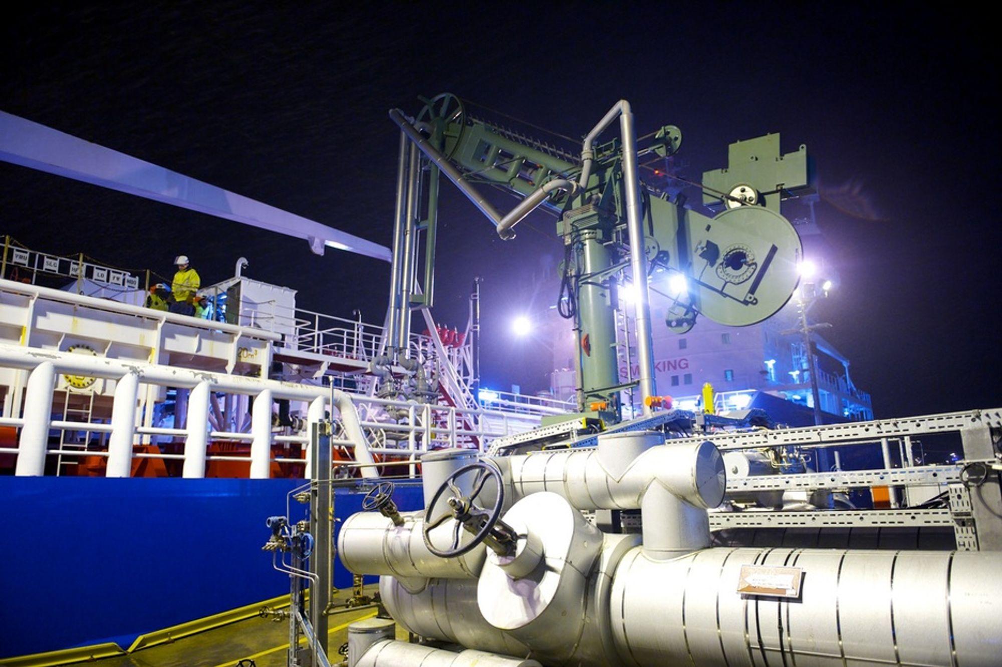 LETT BUNKER: I stedet for tungolje bunkrer Bit Viking nå LNG. Det reduserer skadelige utslipp med 85 prosent.