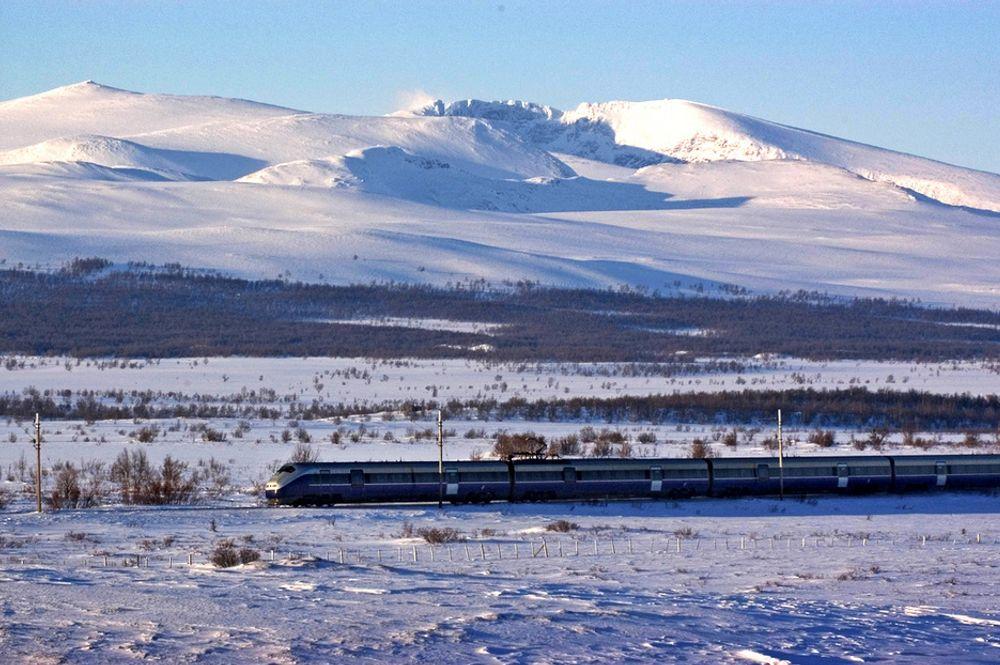 BRATT: Høyhastighetsutredningen skal bl.a. legge føringer for fremtidens toglinje mellom Oslo og Trondheim. Her er et tog på Dovrebanen.