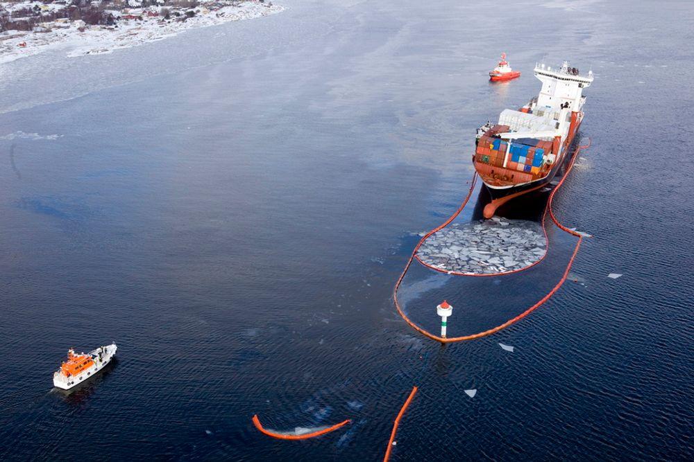 Olje fra det havarerte lasteskipet Godafoss har nådd land på Akerøya i øygruppa Hvaler.