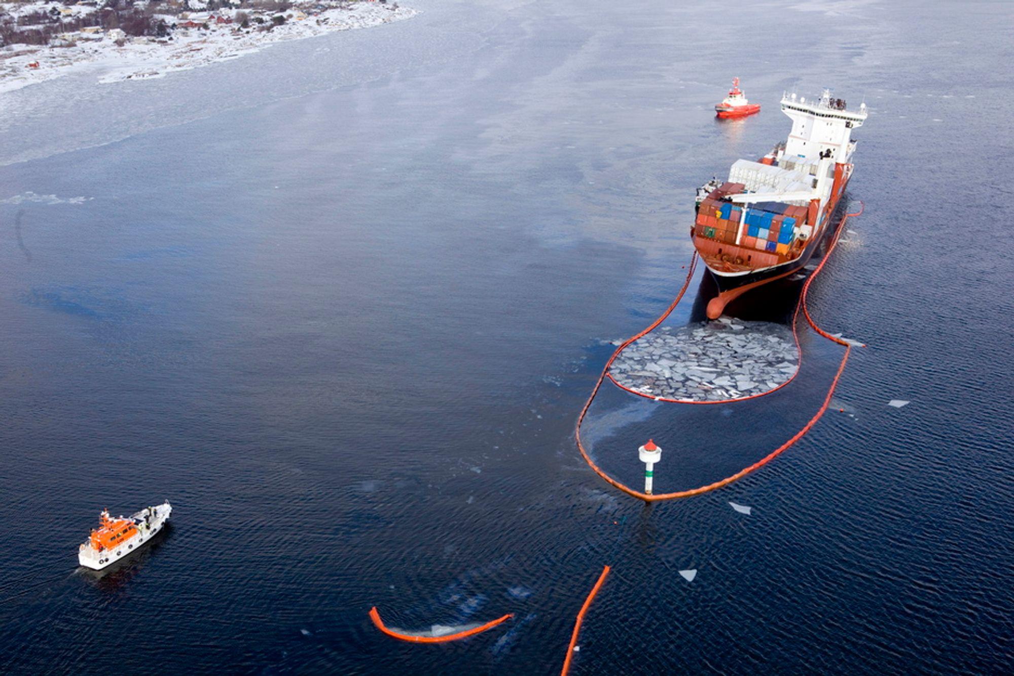RETT PÅ: Godafoss gik krett på Kværnskjærgrunnen ved fyret om kvelden 17. mars. losen hadde forlatt skipet, før losgrensen.