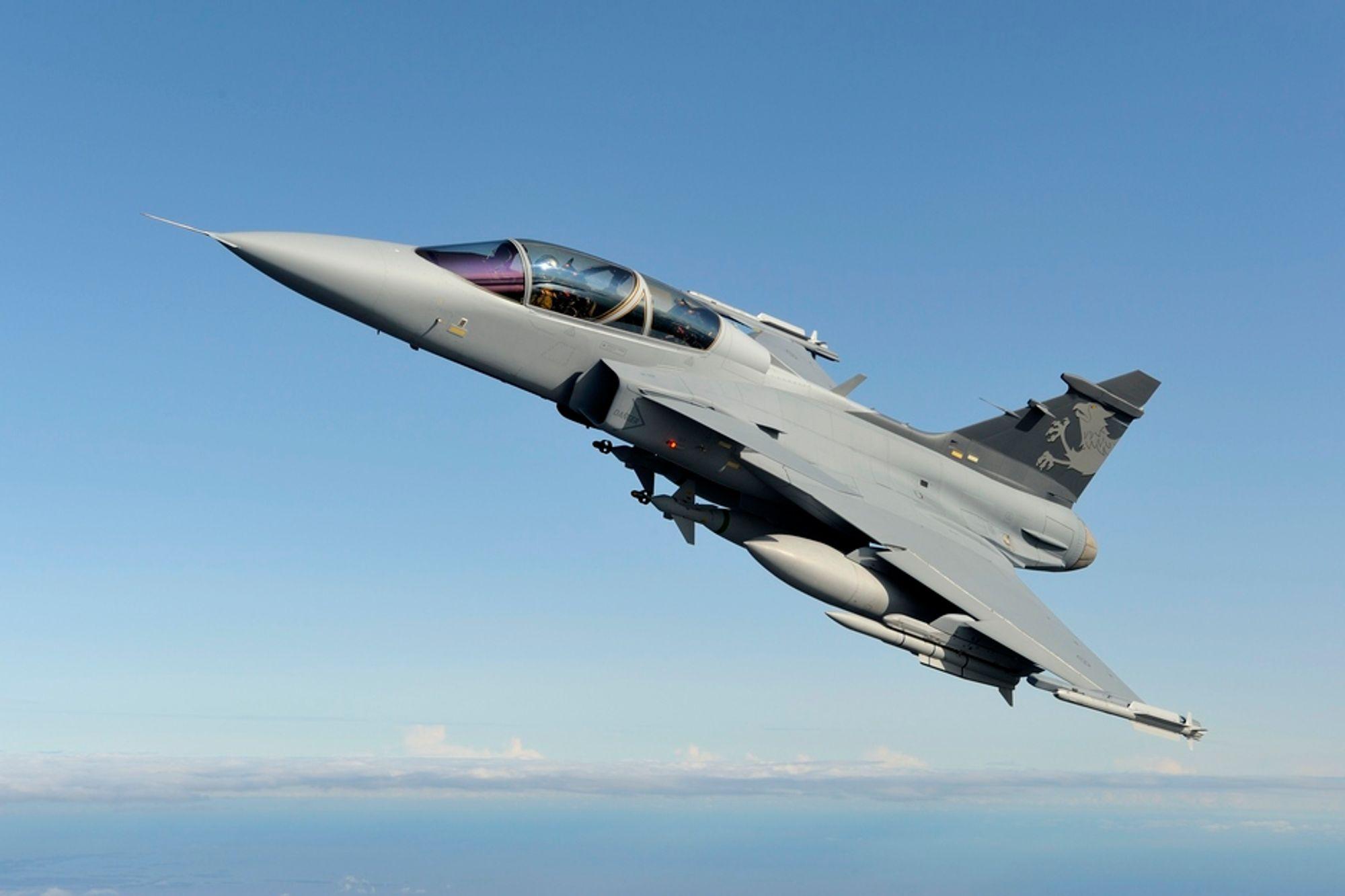 TRIKSET VEKK? John Berg hevder i ny bok at tilbudet fra Lockheed Martin ble satt kunstig lavt for å få Gripens Jas-39E/F ut av kampflykampen. Bildet viser NG-demonstratoren fra Saab, basert på Jas-39D.
