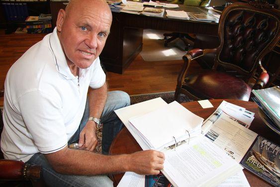 """Direktør Ulf Tudem i Effect Ships International (ESI) med """"non disclosure-avtalen"""" Stena Rederi undertegnet i november 2002. Selskapet har patent på Air Cushion Vessel. Stena var en av mange potensielle partnere som fikk utførlig informasjon om teknologien i 2002 og den påfølgende tida. I 2008 søker Stena selv om patent på så å si samme teknikk. Glemt er Non Disclosure-avtalen de undertegnet i november 2002 med SESI."""